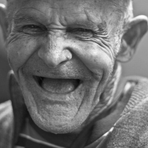 Omdat lachen zo gezond is: 8 hilarische radiobloopers