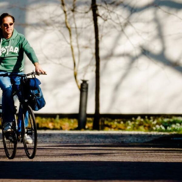 Stand.nl: 'De overheid moet de coronamaatregelen versoepelen omdat de rek er nu echt uit is'