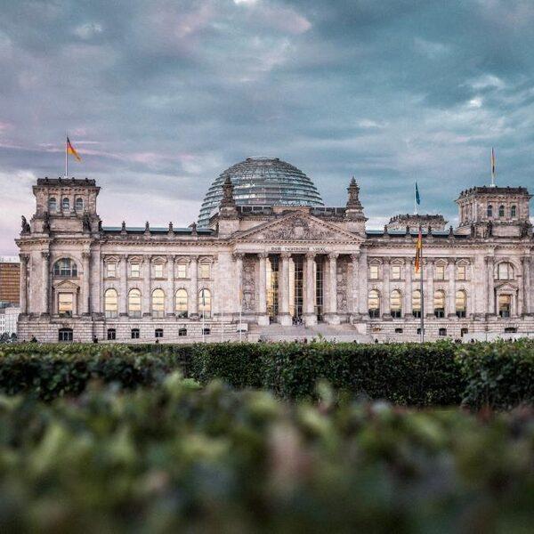 In Duitsland is het hek van de dam: veel verzet tegen coronawet en avondklok