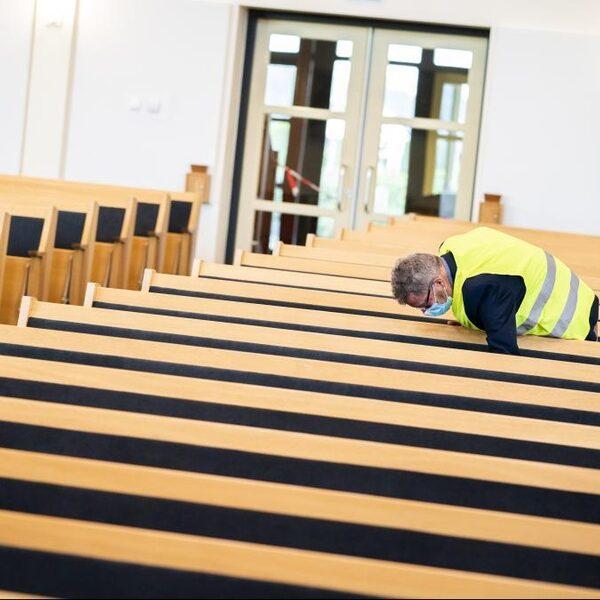 'Sluiten kerken vanwege corona is inbreuk op de godsdienstvrijheid'