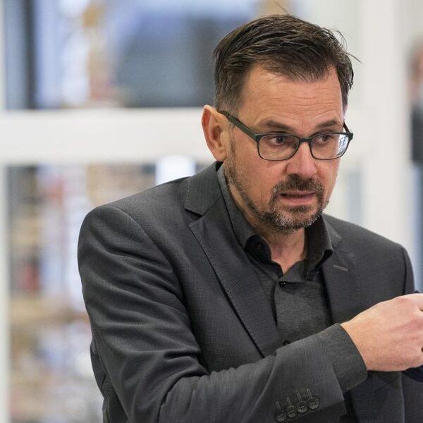 André Rouvoet (GGD's): 'Bij voldoende vaccins 1 miljoen prikken per week'