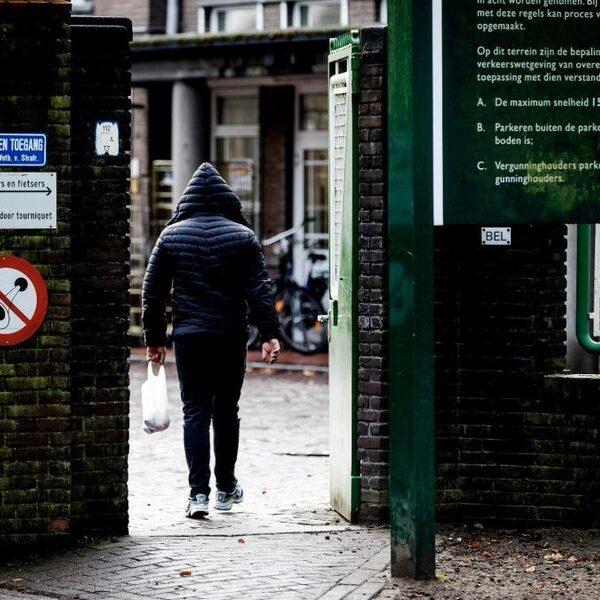 Leefbaar Rotterdam wil hardere aanpak overlastgevende asielzoekers: 'We willen je hier niet, ga weg'