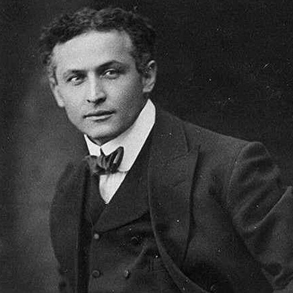 Houdini-act loopt fataal af voor illusionist, en dat is niet voor het eerst