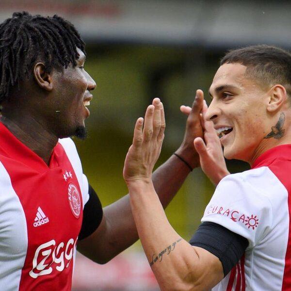 Ajax wint met monsterzege (0-13) van VVV, nieuw eredivisierecord