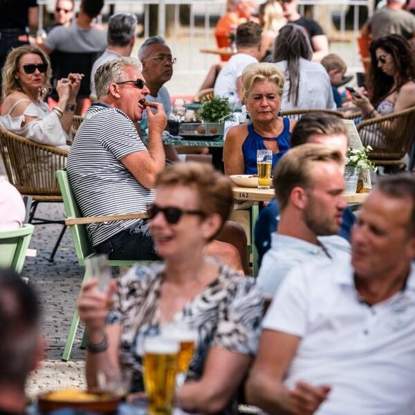 Burgemeester Emile Roemer: 'Gooi de terrassen open'
