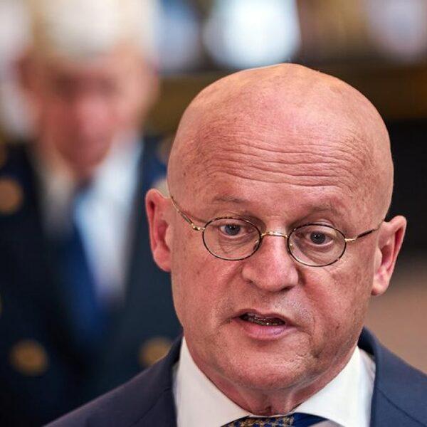 'Grapperhaus moet document over Poch aan Kamer geven'