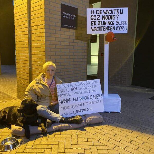 Suïcidale Charlotte Bouwman wacht op stoep ministerie op behandelplek: 'Mijn leven staat nu stil'