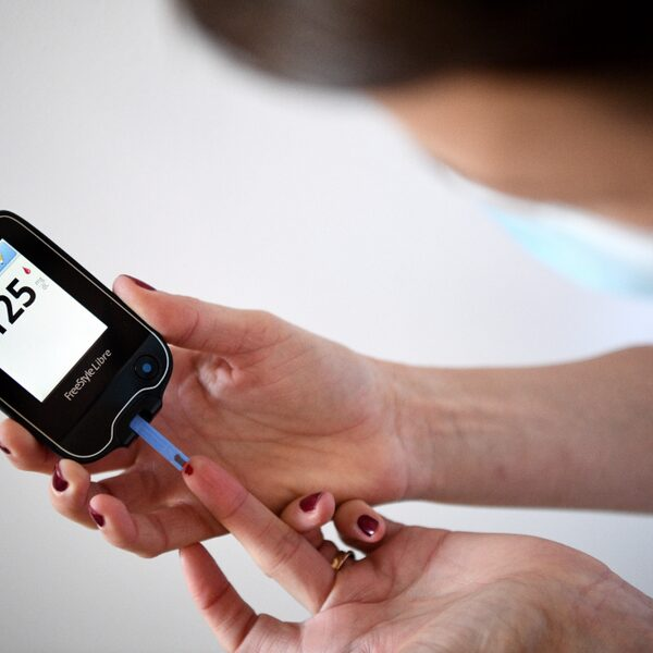 Kan ik bloedprikken voor een controle bij diabetes overslaan? Vragen en antwoorden uit het coronaspreekuur