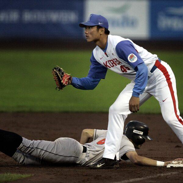 Gevaarlijk in coronatijden: de spugende honkballers
