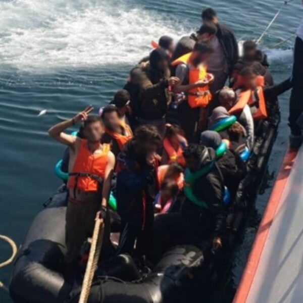 Urker kotter redt bootvluchtelingen