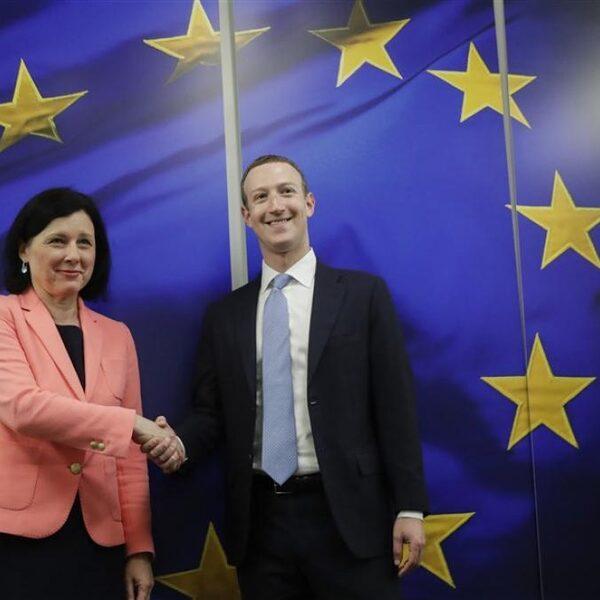 Facebook en politici: twee handen op één buik