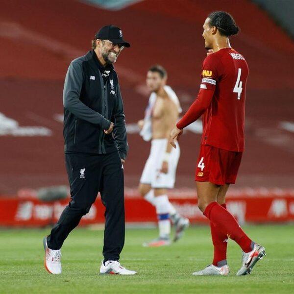 Liverpool-fanaat vol spanning: 'Je proeft en ruikt hier voetbal, het zit in je hart'