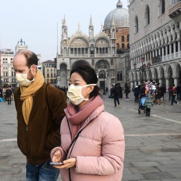 Rode Kruis: Nederlanders weten te weinig over gebruik mondkapjes