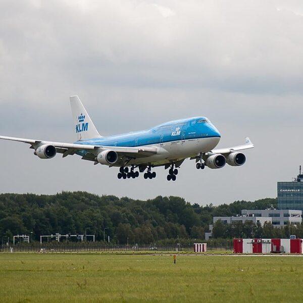 Verandert ons vlieggedrag na de coronacrisis? 'We moeten leren onze vakantie anders in te vullen'