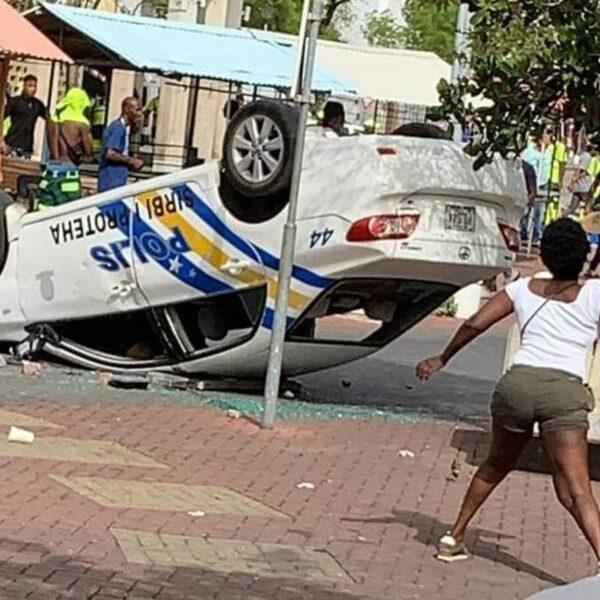 Betogers Curaçao eisen vertrek premier en bestormen regeringscentrum