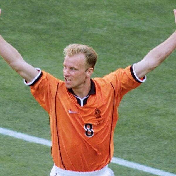 Legendarische 'Dennis Bergkamp' commentaar Jack van Gelder: hoe klinkt dat anno 2020?