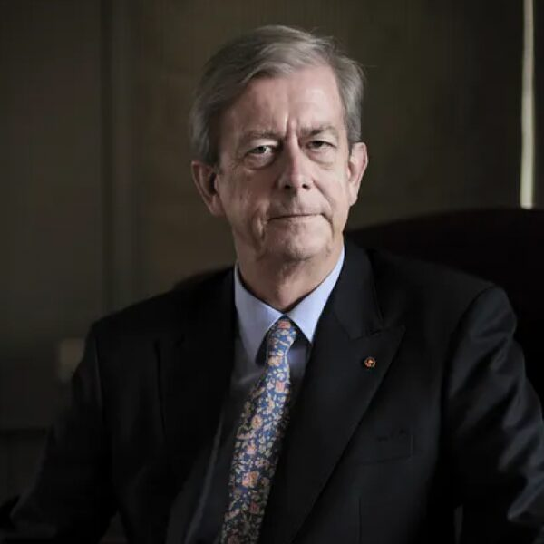 Oud ambassadeur Nikolaos van Dam: 'Buitenlandse militaire interventies leiden vrijwel altijd tot rampen'