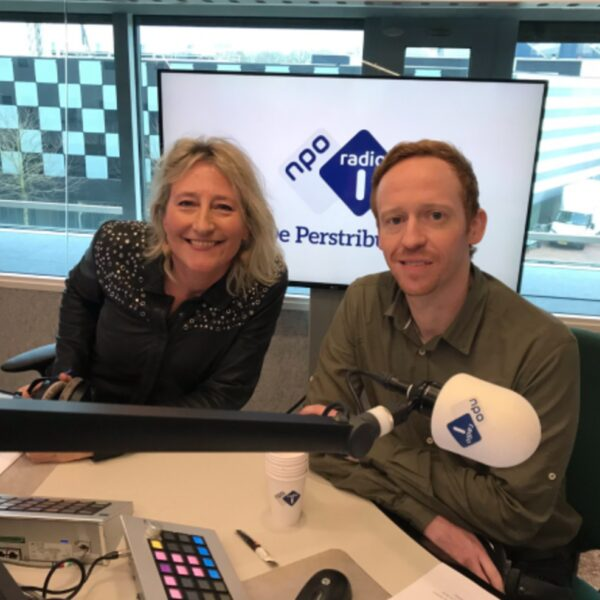 De Mediaweek Awards: Coronaproof Sinterklaasintocht & Auto rijdt studio in