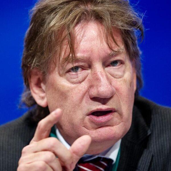 Rob de Wijk is tegen politieke spelletjes bij aanpak corona: 'Kamer moet in crisis achter de leider gaan staan'