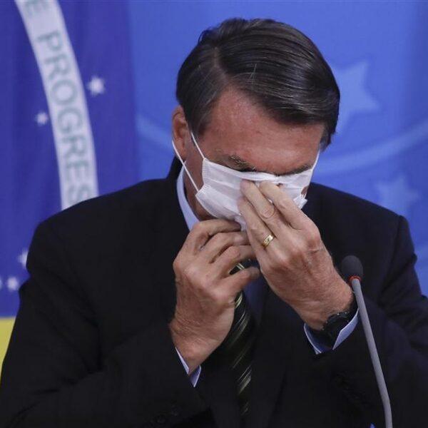 Bolsonaro bagatelliseert coronavirus-uitbraak, tot woede van de Brazilianen