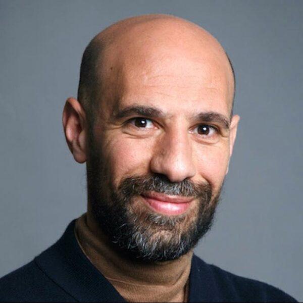 Abdelkader Benali: 'Het spijt me zeer voor de misplaatste grappen over Joodse Nederlanders'