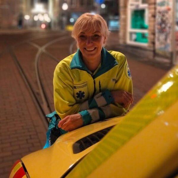 Ambulancechauffeur Annemiek Valent treft eigen zoon bij dodelijk ongeluk