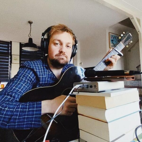 Tim Knol schrijft politieke protestsong voor NPO Radio 1: 'Ik trek het niet als ik Wopke Hoekstra bij Op1 zie'