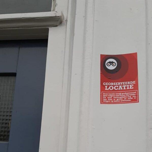 Sticker Vizier op Links op voordeur Nadia Bouras geplakt: 'Dit is natuurlijk onacceptabel'