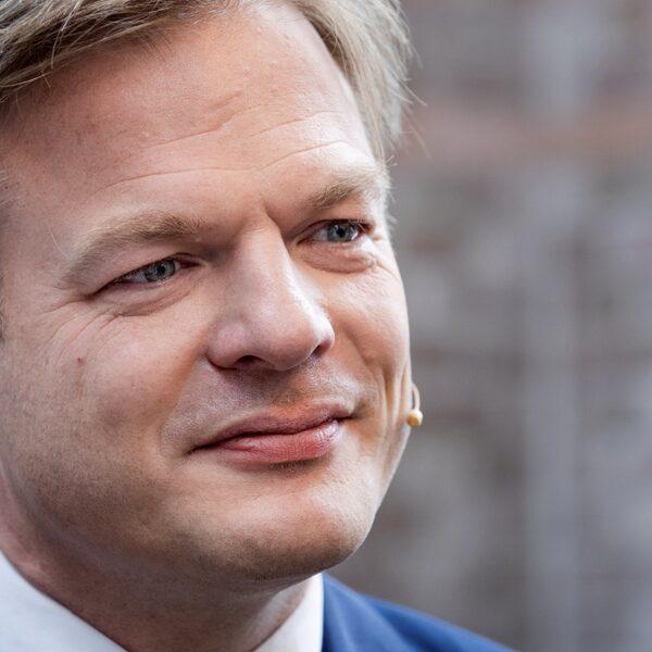 'Kom met speciale ministerspost voor Pieter Omtzigt om vertrouwen in overheid te herstellen'