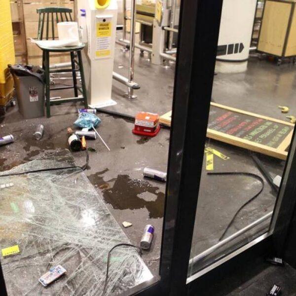 Slachtoffers van de rellen worden aan alle kanten geholpen