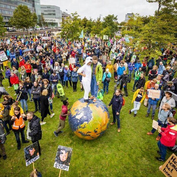 Drukte bij klimaatstaking in Den Haag