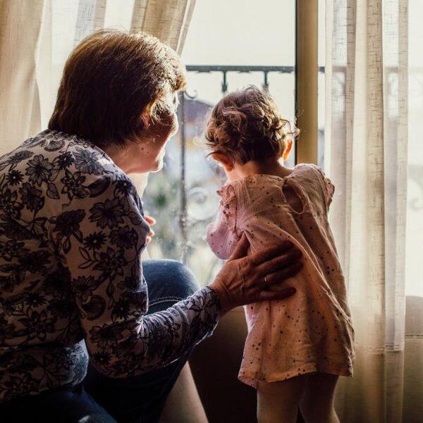 'Kan ik mijn kleinkinderen weer zien?' Vragen en antwoorden uit het coronaspreekuur