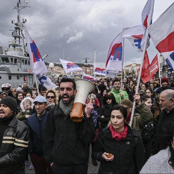 Podcast De Dag: Op Lesbos zijn ze niet de migranten, maar de politiek beu