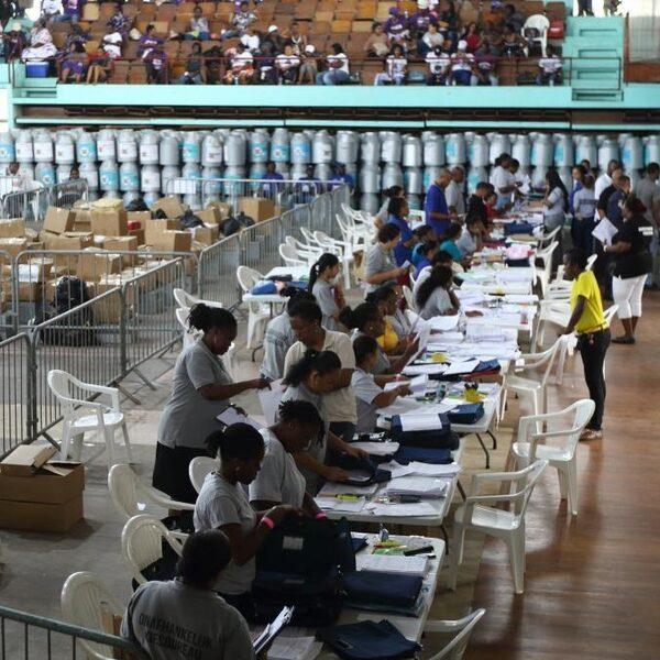 Chaos rondom verkiezingsuitslagen Suriname: 'Er wordt gefraudeerd'