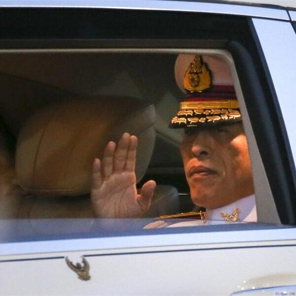 Podcast De Dag: Uniek protest tegen extravagante Thaise koning