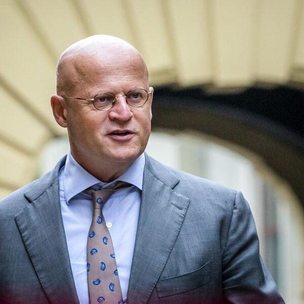 'Aftreden Grapperhaus kan geloofwaardigheid van het kabinet redden'