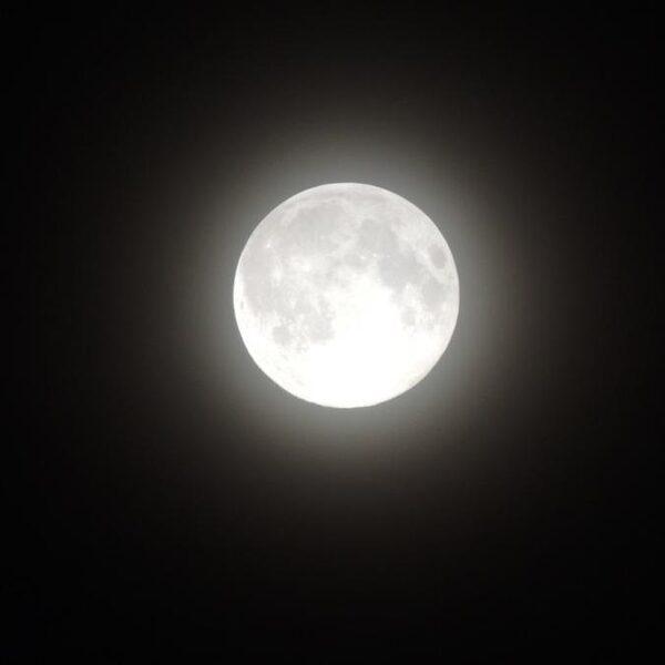 Mensen slapen duidelijk minder rond volle maan - ook in de stad