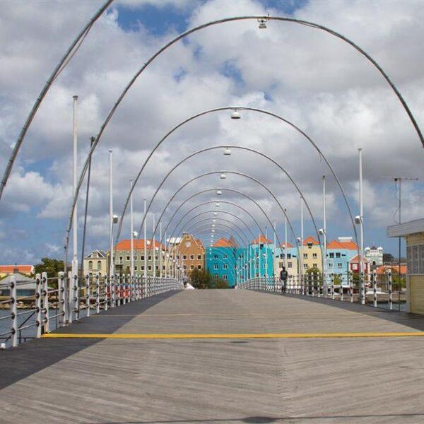 Slapeloze nachten om voedselpakketten voor Curaçao