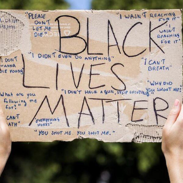 Stop racisme en discriminatie in media: 300 mediamakers tekenen manifest