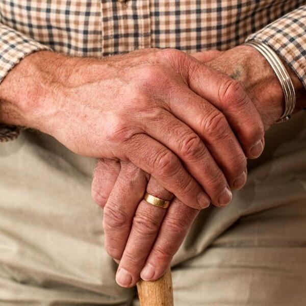 Ouderen mogen weer bezoek ontvangen: 'Kies één of twee vaste bezoekers'