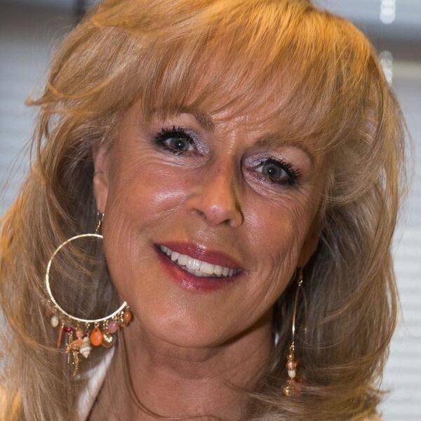 Zangeres Marga Bult terug in de zorg om te helpen bij corona