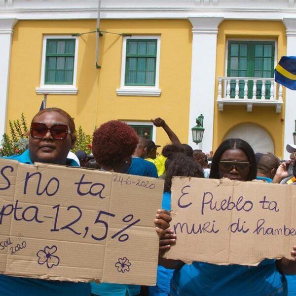 Podcast De Dag: Is Nederland te streng voor Aruba, Curaçao en Sint-Maarten?