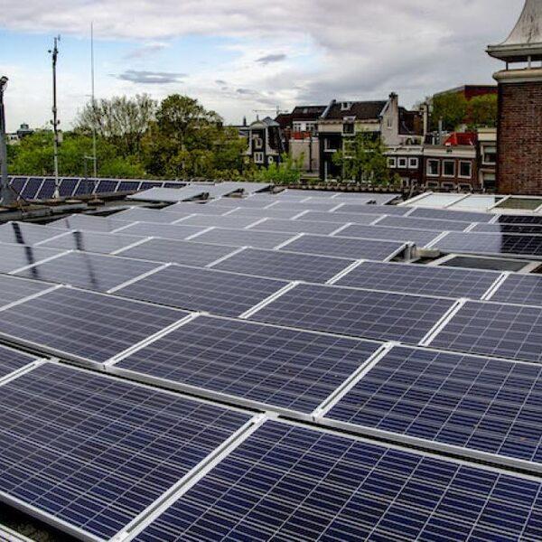 De opbrengst van zonnepanelen is hoger dan ooit en dit is de reden