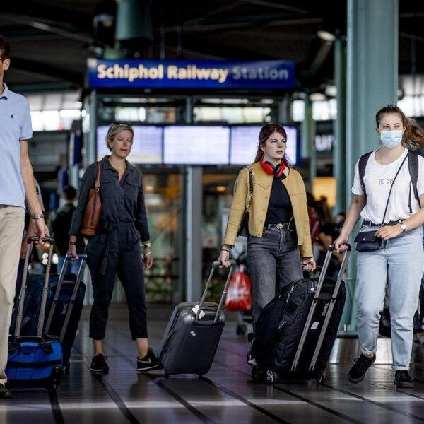 Stand.nl: 'Het kabinet moet quarantaineplicht invoeren voor vakantiegangers uit risicogebieden