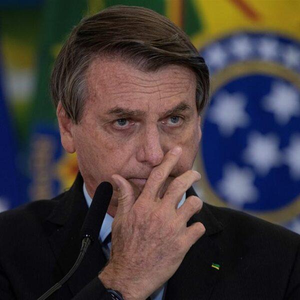 Bolsonaro's dikke middelvinger naar de coronadoden