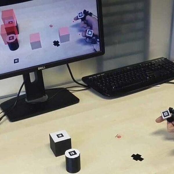 Kleine apparaatjes om vingers laten je virtuele objecten voelen