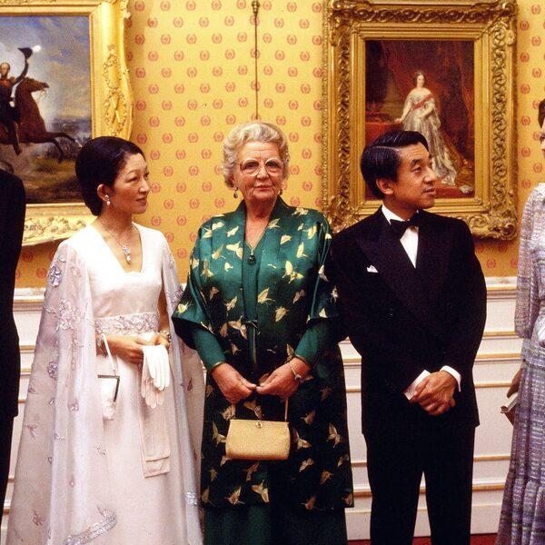 Japanse keizer en Nederlands koningshuis: een sterke band met inktzwarte bladzijde