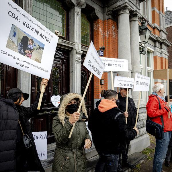 Debat over Nederlandse IS-vrouwen: 'Het is een grote poppenkast'