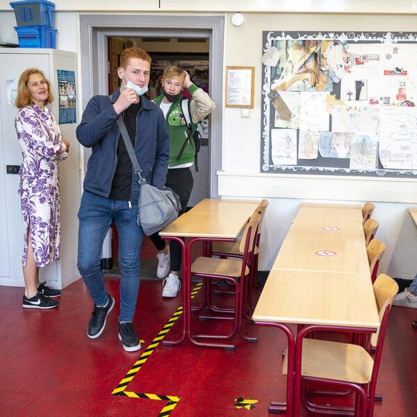 Kinderarts Karoly Illy: 'Scholen die dichtblijven doen kinderen ellende aan'