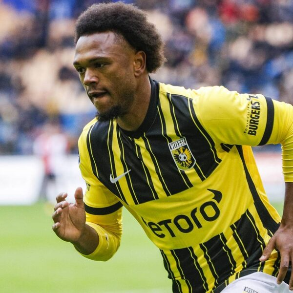 Vitesse verslaat Feyenoord na vroege goals in beide helften